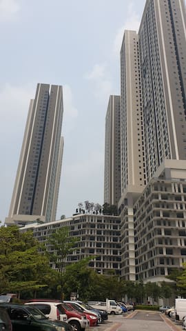 KL Newest Resort-style Condo with a View 湖边豪华单房公寓