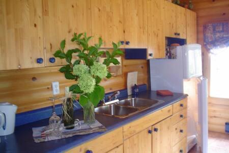 Morning Mist Guest House (morningmist.ca) - Evansville - Cabin