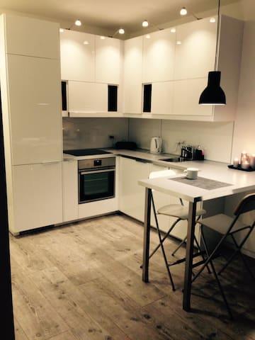 Nowoczesny Apartament dla 1-4 osób - Warszawa - Apartament
