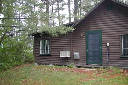 Lake Side Two Bedroom Cottage - Vergennes - 独立屋