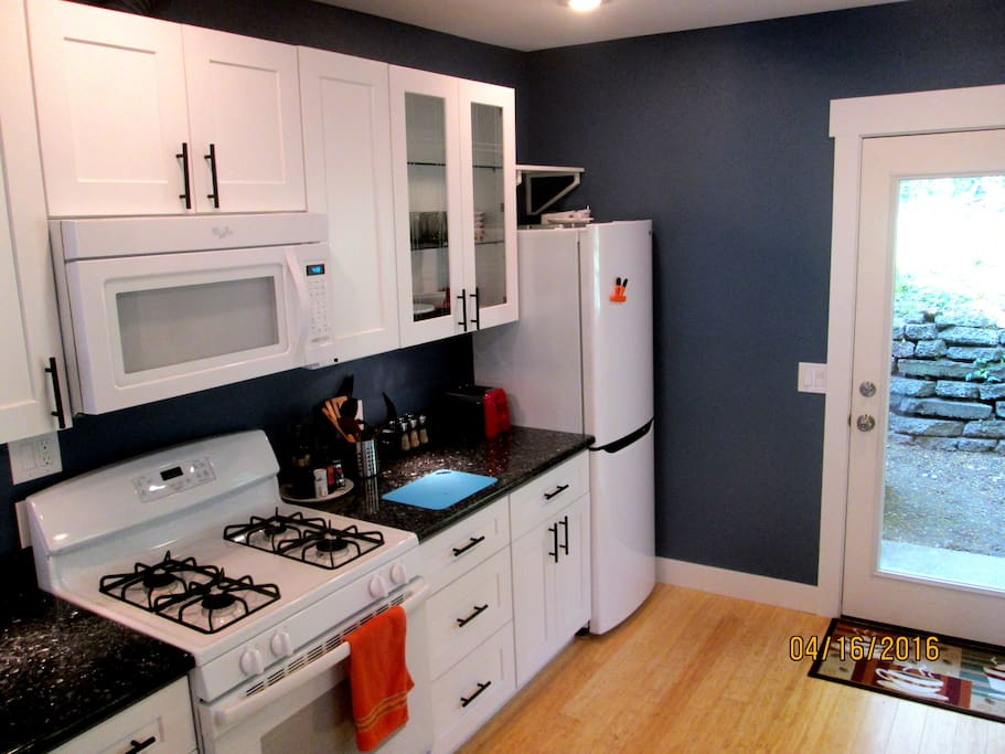 Sparkle kitchen with new appliances