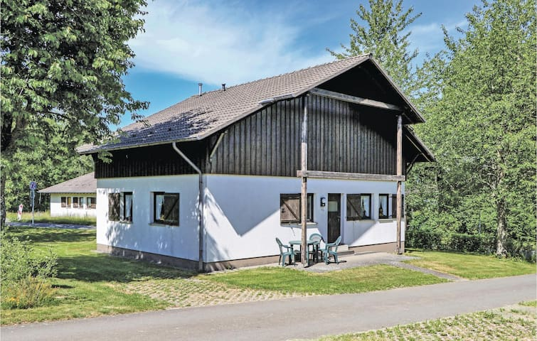 Holiday cottage with 2 bedrooms on 84m² in Thalfang