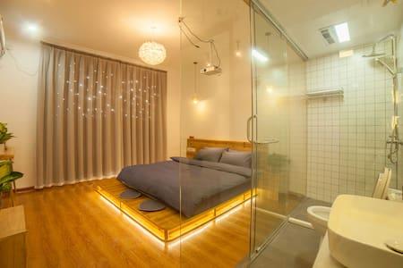 佛系大床,含早餐,免费汉服古装拍照,免费空调洗漱用品,——轻风微醉