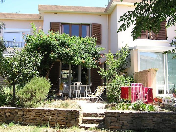 Maison de Famille avec jardin et terrasse ombragée