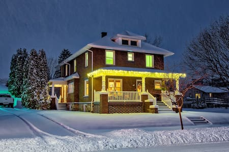 Beautiful Historic Home In Downtown Frankenmuth - Frankenmuth - Ev