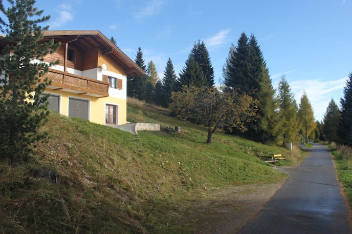 Delightful Alpine Chalet with Exquisite Views! - Gemeinde Albeck - Dağ Evi