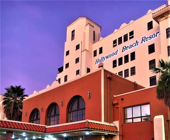 HOLLYWOOD BEACH RESORT HOTEL STUDIO 533, FLORIDA.