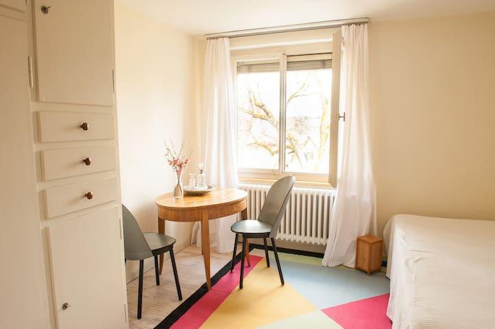 Im Grünen, 300 m von Altstadt und Bhf. Zimmer 1