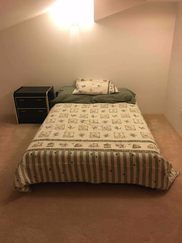 This is the 2nd bedroom, double size bed