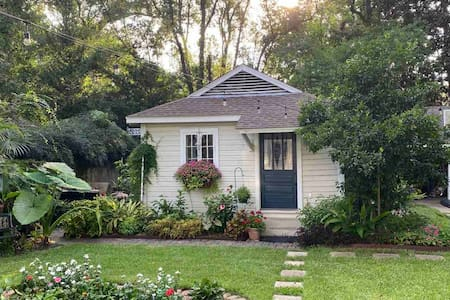 Charming Cottage - Historic Midtown