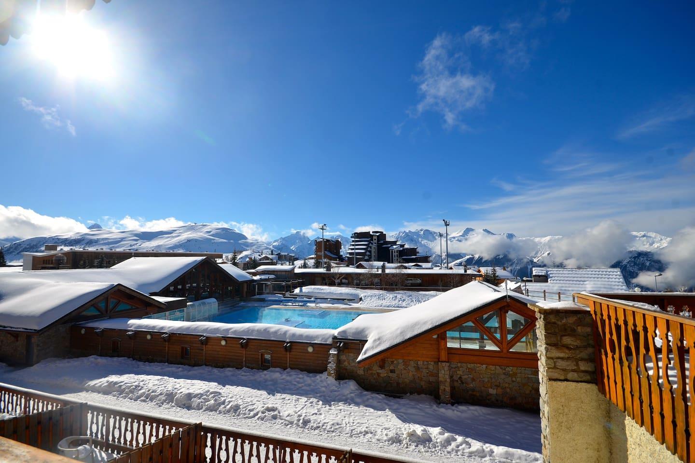 L'Alpe d'Huez, la Station du Soleil Vue sur la piscine