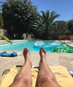 Peaceful studio in private villa with pool - Grasse - Villa