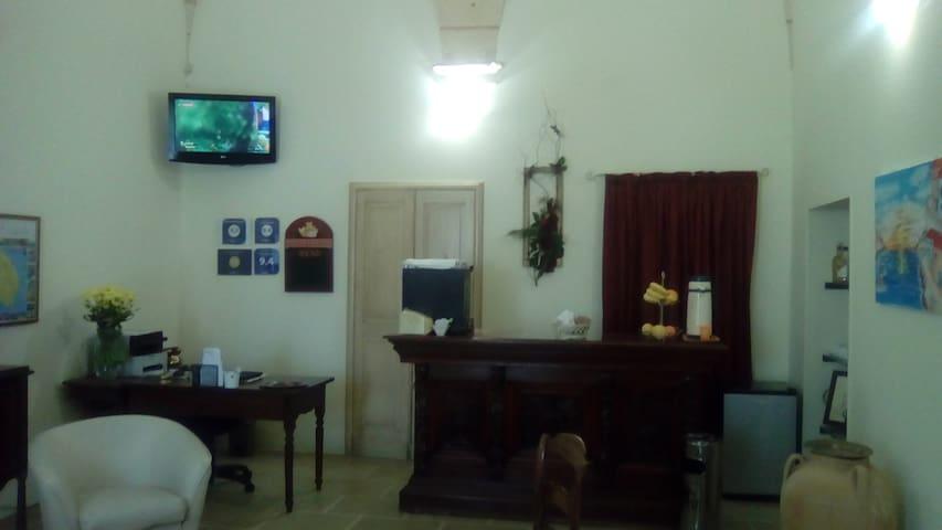 """Palazzo Mellacqua - """"Stanza Arancione"""""""