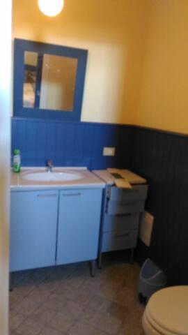 Il bagno di Amelia la fattucchiera (Vasca, Doccia, Lavabo, Water)