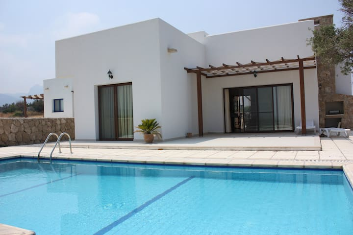 KB449 3 Bdr Villa with Private pool - Girne - 別荘