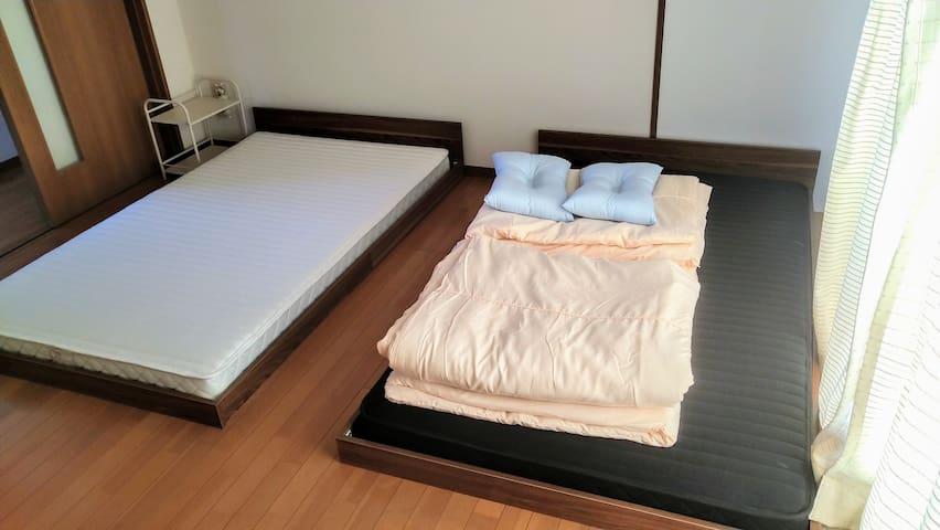 セミダブルベッド2台の寝室 Wi-Fiあり