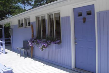 Lovely Lavender Lair ( Sleeps 5) - East Hampton - House