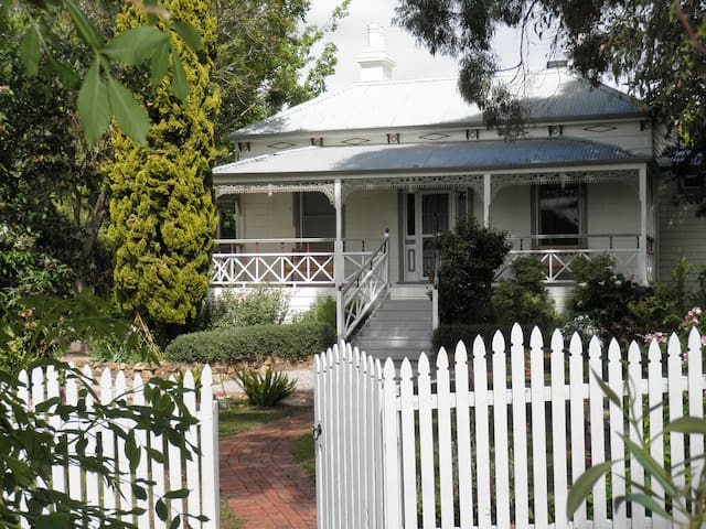 Fairbank House - your other home - Maldon - Huis