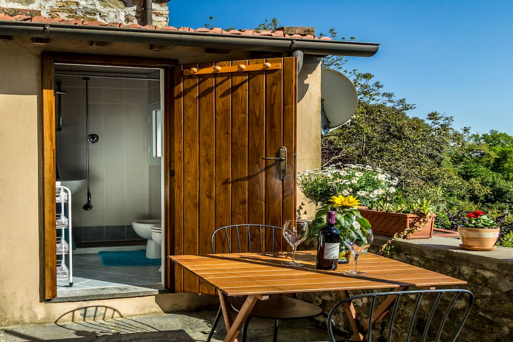 Bathroom, can be reached from the outside terrace