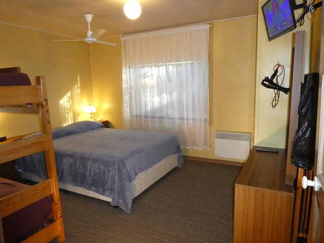 Lakeside Avenue Individual Room