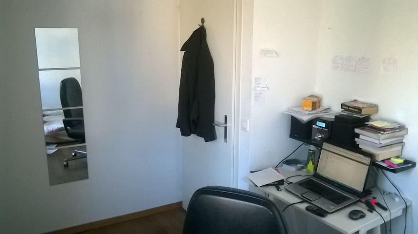 Zimmer in einem Haus in Bümplitz - Bern - House