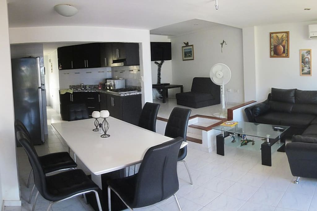Living & Family Room/ Sala & Comedor