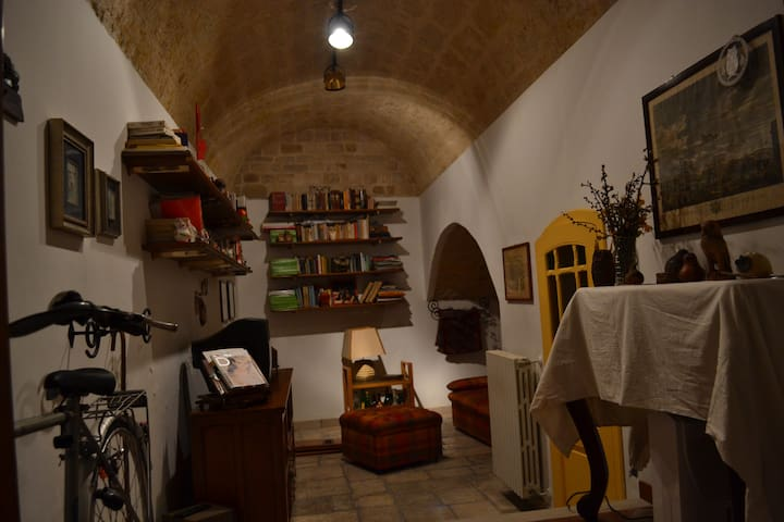 Ingresso e salotto- The entrance with the living room