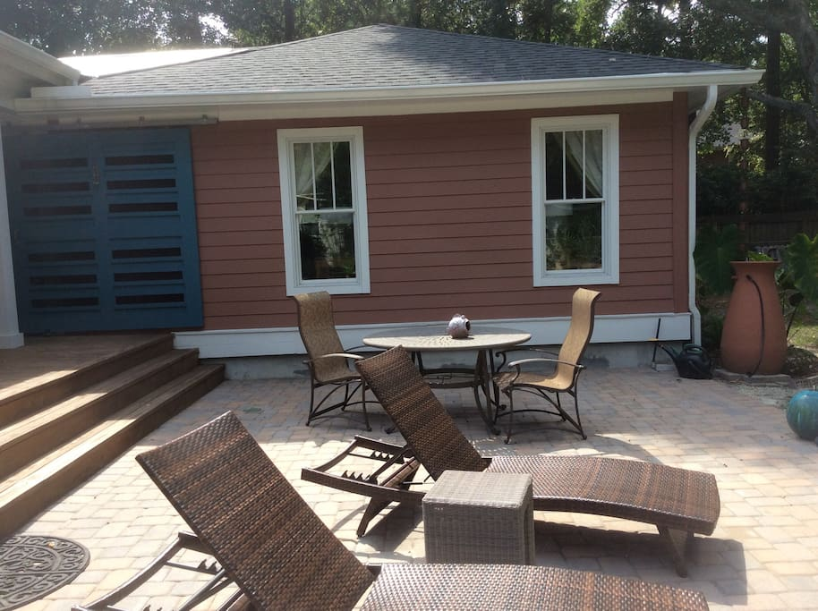 Side of guest suite overlooking patio in backyard. Barn door that opens to the guest screen porch.