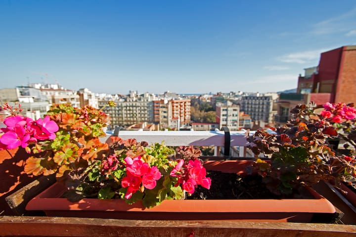 Penthouse with terrace and seaviews, Gracia!