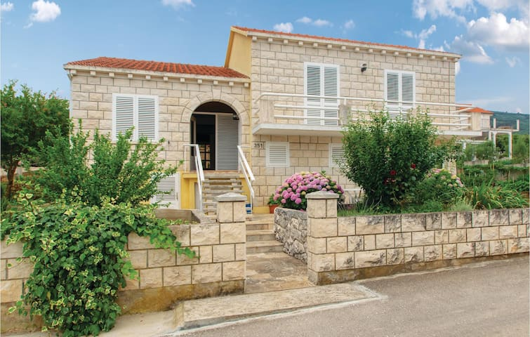 Holiday apartment with 3 bedrooms on 93m² in Racisce