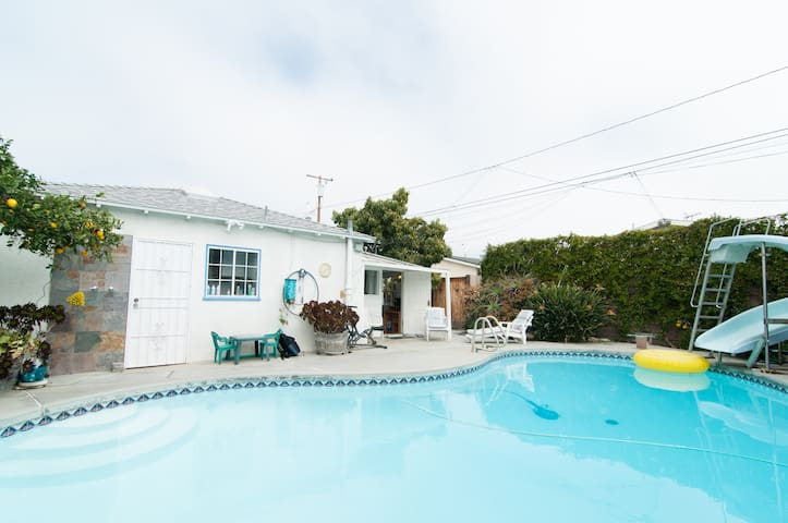 2 Room Poolside Guesthouse +bikes - Long Beach - Bungalo