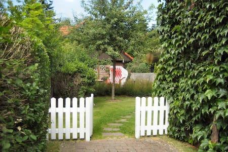 Komfortable Ferienwohnung in Wyk auf Föhr m.Garten - Wyk auf Föhr