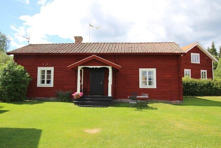 Gemytlig timmerstuga i Siljansnäs
