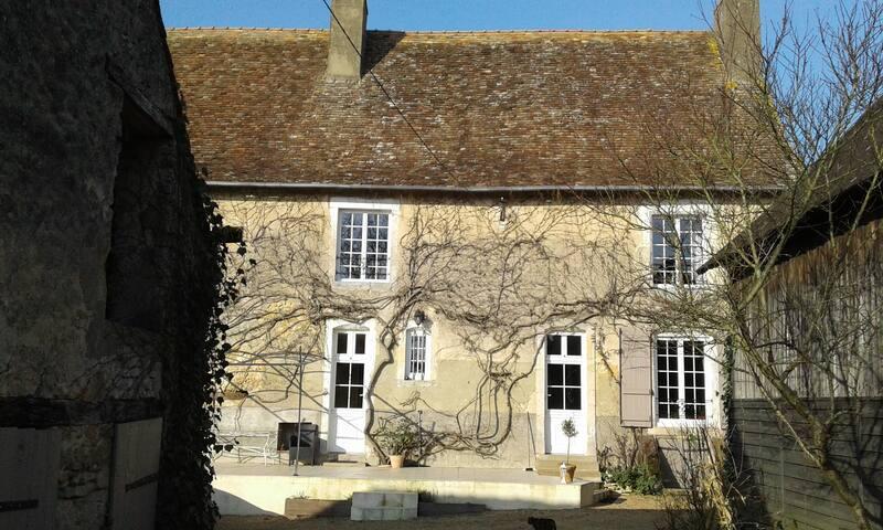 Chambre 2 dans village 20 mn du circuit du Mans