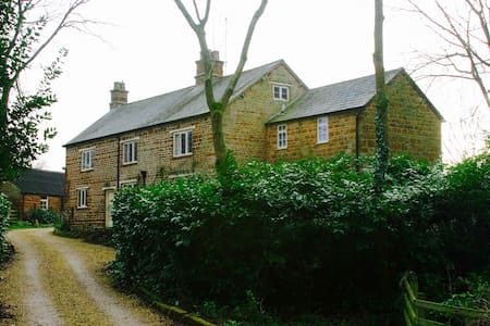 Silverstone Bed and Breakfast - Northamptonshire