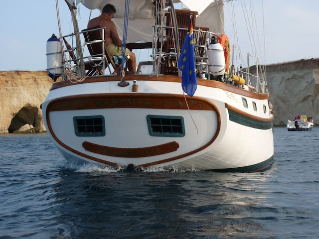 stay of timeless charm in sailboat