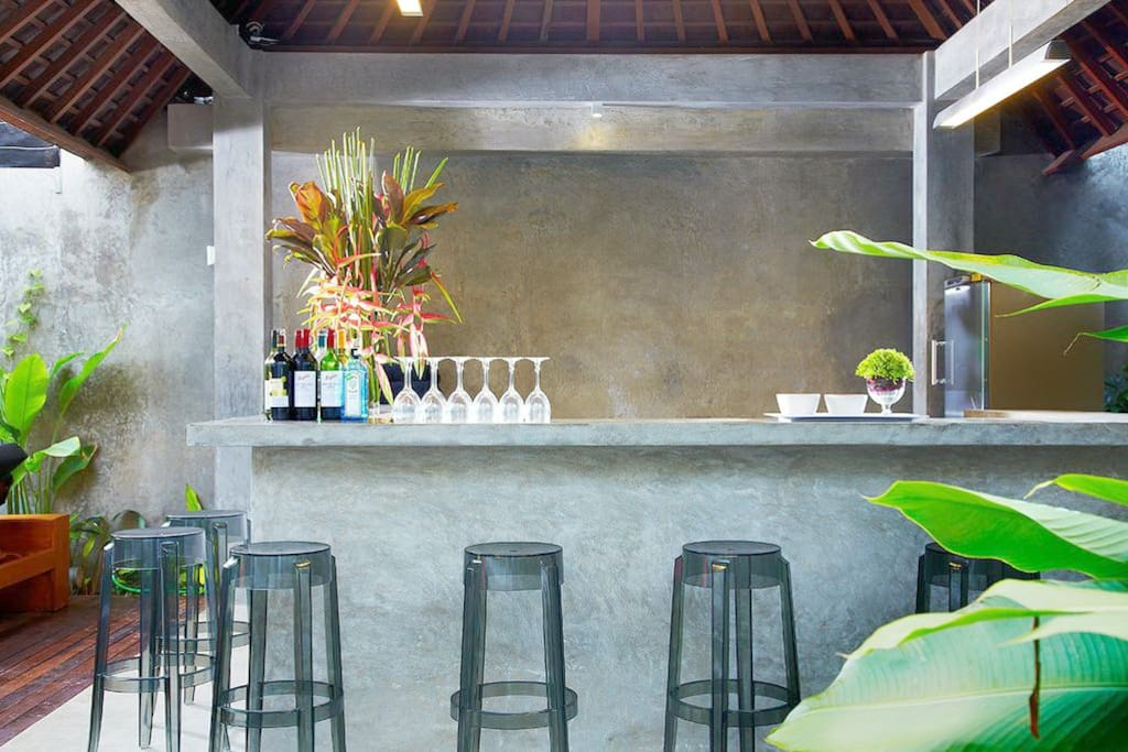 private pool bar