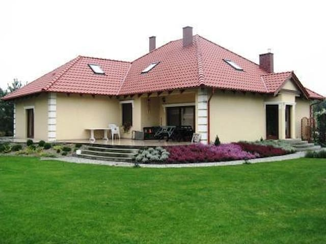 Pokoje gościnne w willi - pensjonat, do dyspozycji - Zatonie - Villa