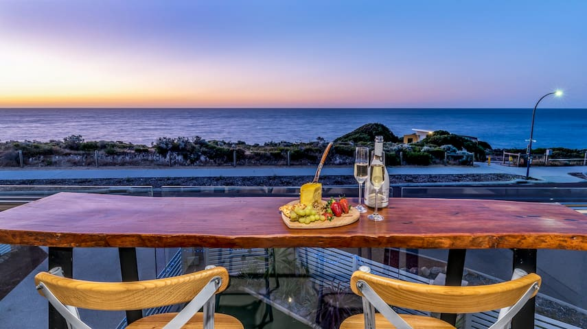 Experience the Western Australia Sunsets from our balcony.  Guests bedrooms are downstairs, the hosts live upstairs but they would be happy to share with you their balcony.