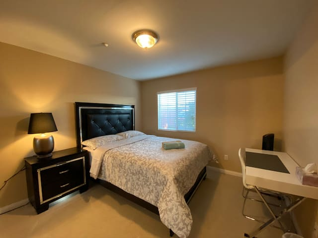 (New)Luxury comfy room #4 w/Tv & private restroom