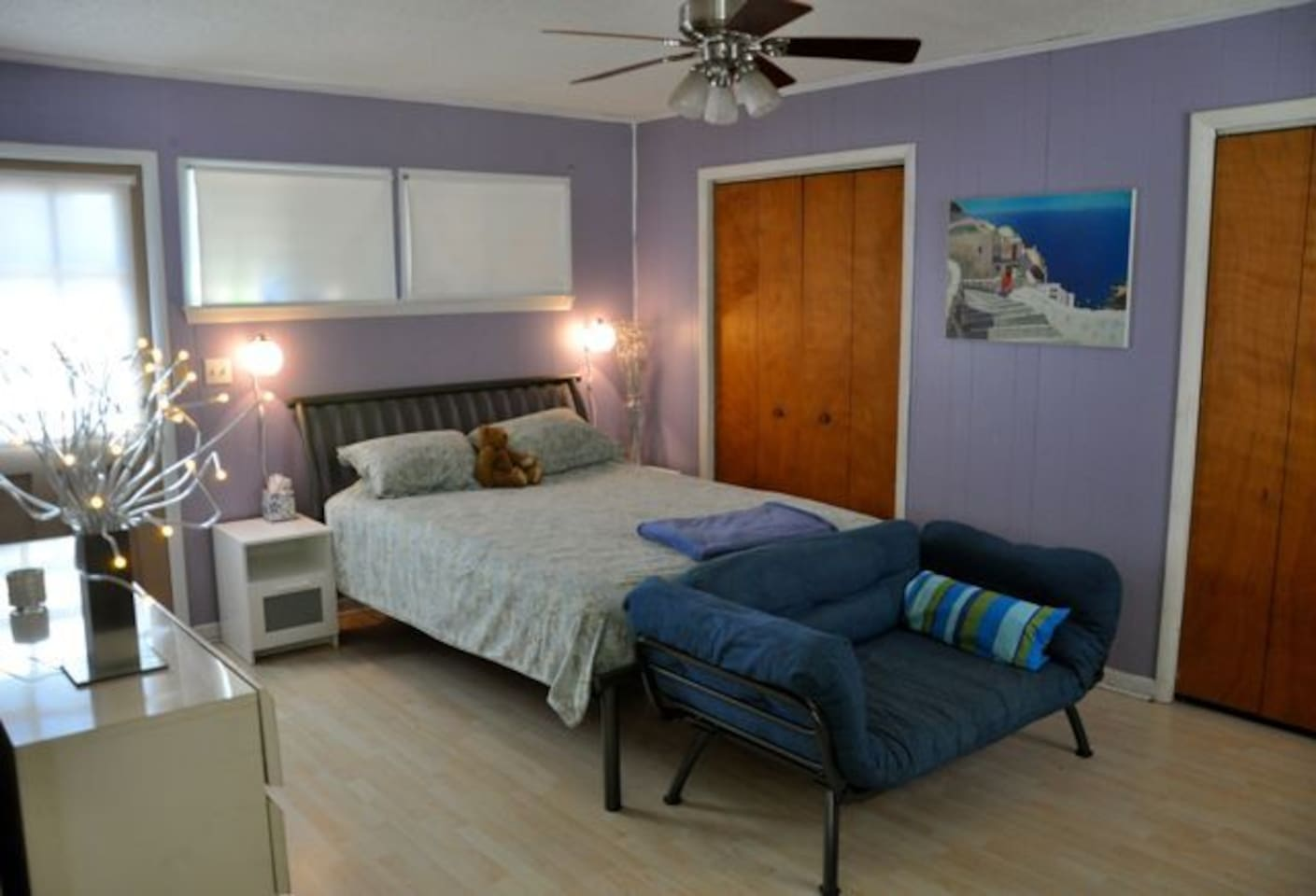 Queen bed, seating ( tv/dvd in front of seating), ceiling fan, ample closet space and cheerful colors
