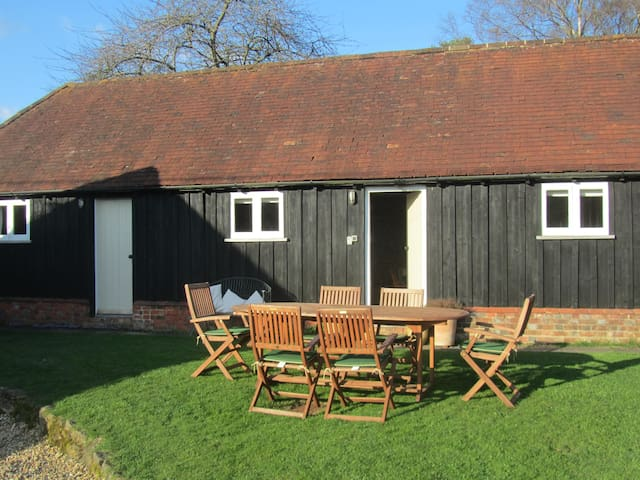 Charming barn conversion, pretty, quiet and rural - Westcott - Rumah