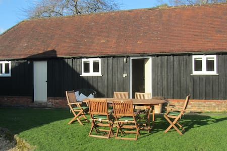 Charming barn conversion, pretty, quiet and rural - Westcott - Haus