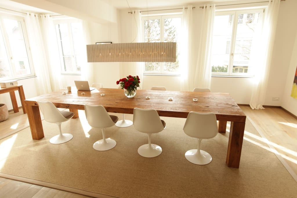 Huge dining table/desk to eat, work, or watch a movie on your laptop