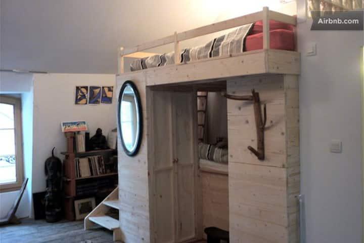Second floor studio @ Le Samson, Bourges