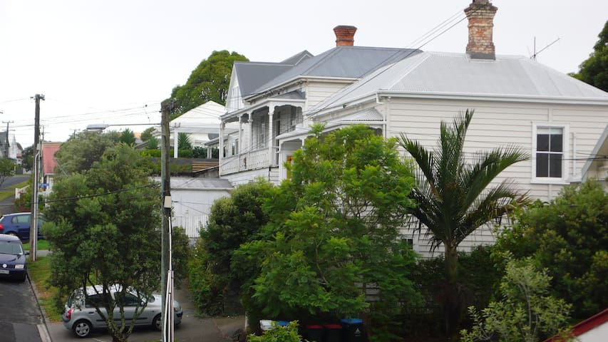 Ponsonby,mod,clean best area, 300+ 5 star reviews!