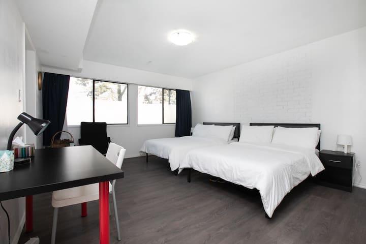 Cozy 2-bdrm Suite, prime location Vancouver