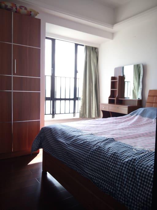 宽敞的卧室1通风效果极佳