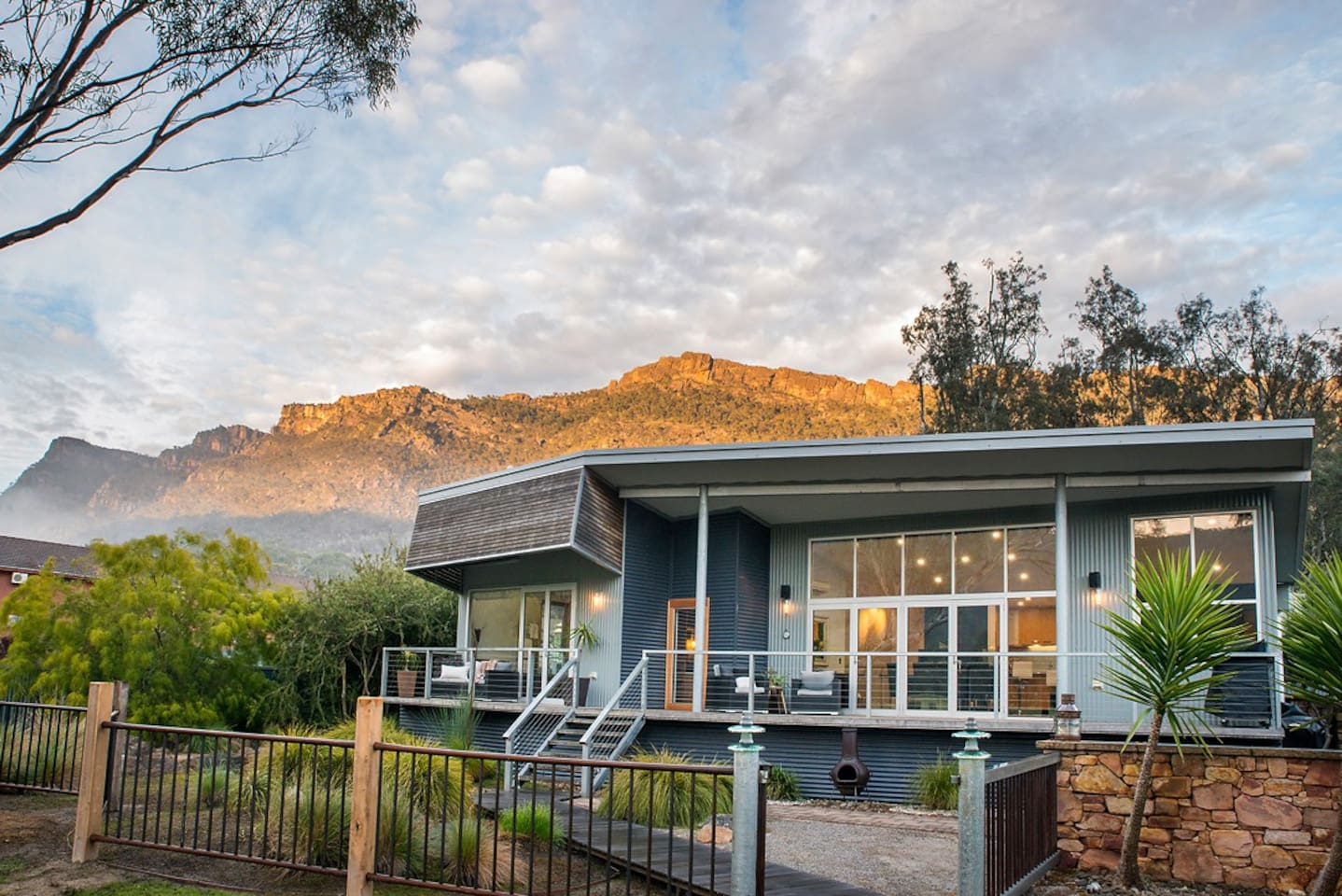 Halls Gap's newest ultra luxurious nature based mountain retreat couples accommodation