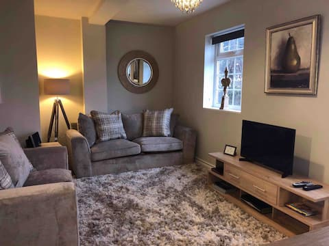 LUXURY HOME in Castle Donington & private parking
